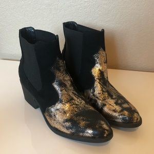 NWOT Groove Candice black/gold ankle booties